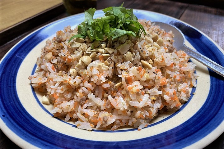 ヌックマム風味の人参豚そぼろの混ぜご飯